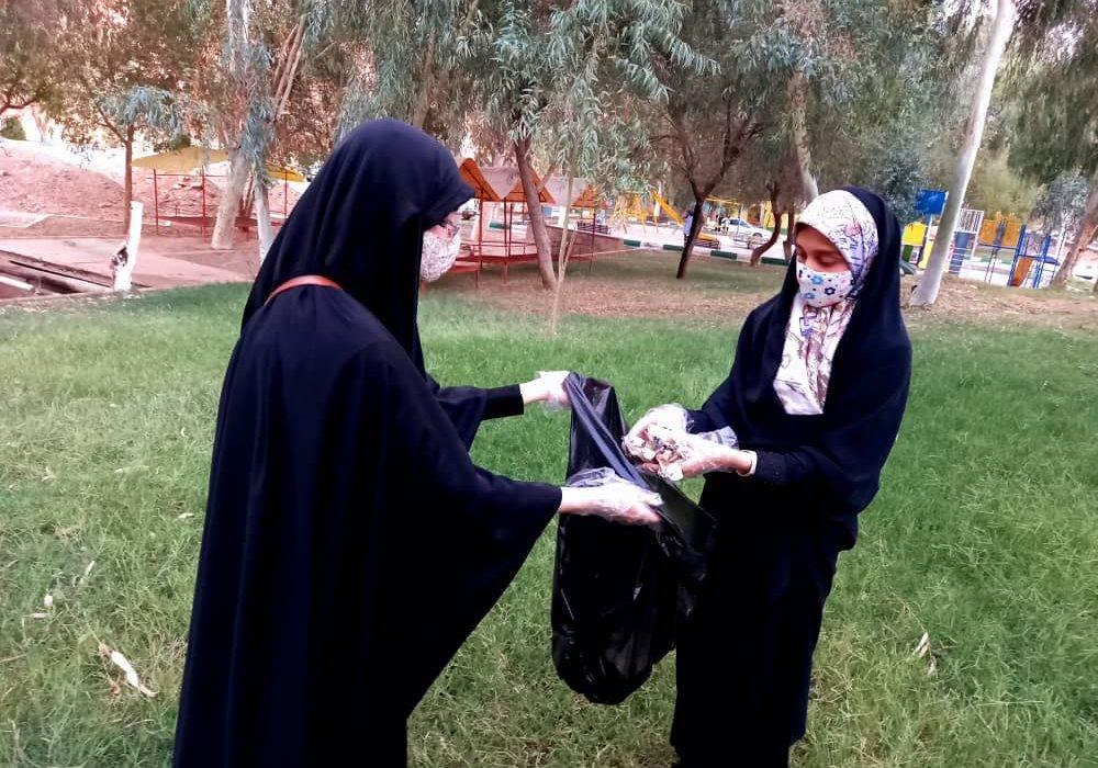 پاکسازی و جمع آوری زبالهها در پارک بی بی یان به مناسبت روز جهانی پاکسازی زمین در شهرستان مسجدسلیمان انجام شد.