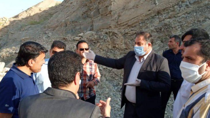 بازدید فرماندار مسجدسلیمان و جمعی از مدیران شهری از تپه رانشی نفتک و گفتگو با اهالی این منطقه