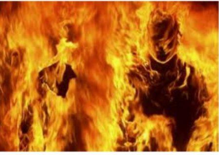 مردجوان نیروی پیمانکارسازمان برق  که خودسوزی کرده بود، درگذشت