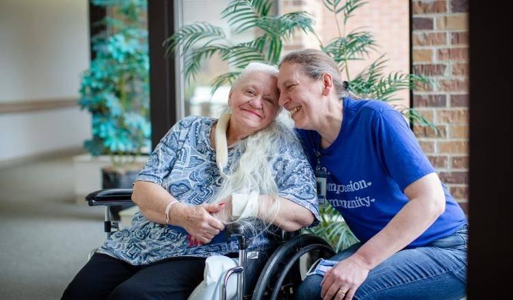 کرونا دو خواهر را پس از ۵۰ سال به یکدیگر رساند