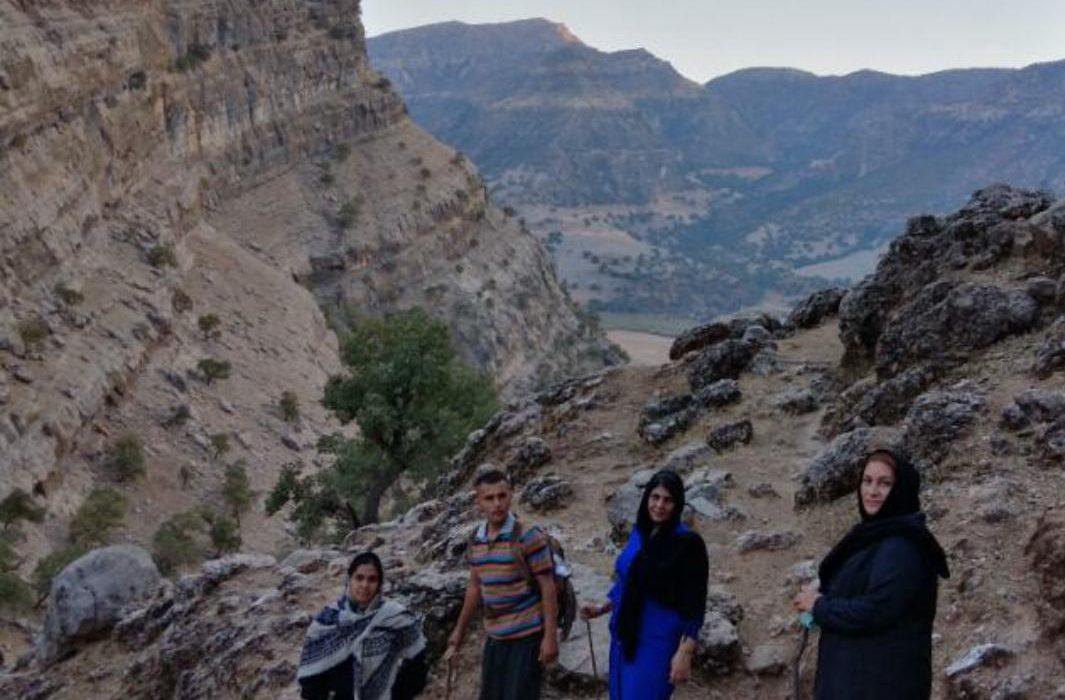 باهمت بلند انجمن مهر زردکوه چال انجیر و دره انار صاحب کلاس درس می شود