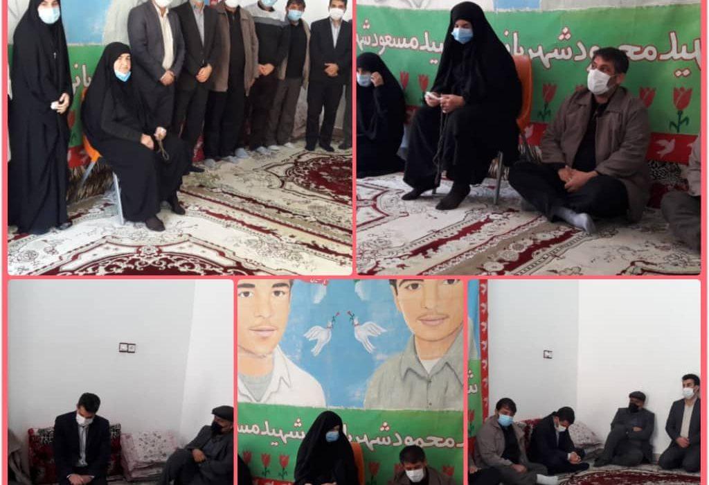 مناسبت دهه فجر دیدار با خانواده شهداء توسط دانشگاه پیام نور مرکز اندیمشک صورت گرفت.