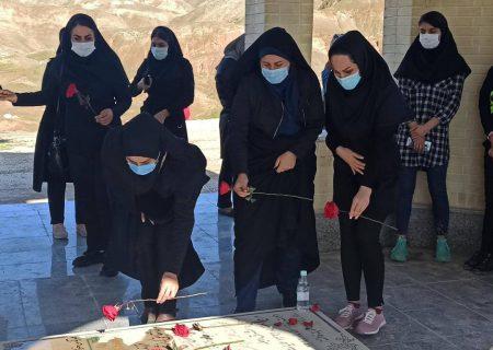 مراسم عطر افشانی قبور مطهر شهدای گمنام شهرستان مسجدسلیمان توسط هیئت انجمن های ورزشی برگزار شد.