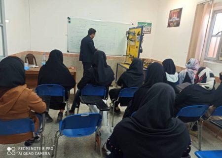 کلاسهای آموزشی کارآفرینی، مشاوره شغلی و اشتغالزایی در اندیکا
